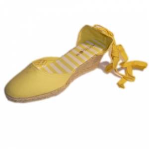 Tallas 35-39 - Valenciana tacón Cerrada Amarilla suela rayas Talla 39 (PDE) Y104607 (Últimas Unidades)